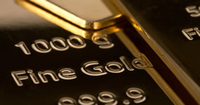 Gold Rises Slightly, Silver Falls 1.5%