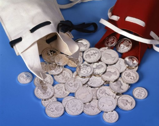 88p in 2014 Maundy Money Coins in White Purse and 2014 £ 5 and 50p Commemorative Coins in Red Purse