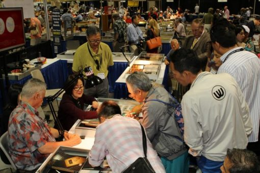 David Hall, Zuo Jinghua and collectors at 2014 Long Beach Expo