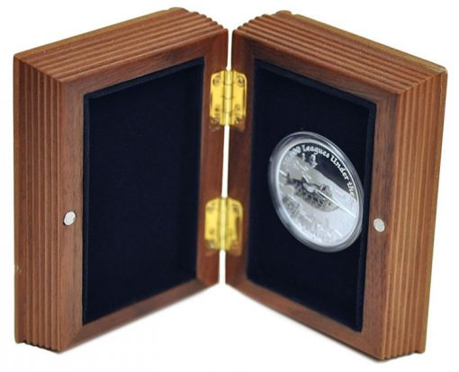 Wooden display case for 2015 Nautilus Silver Proof Coin