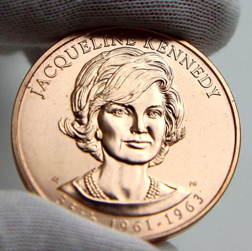 Jacqueline Kennedy Bronze Medal, Obverse