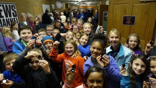 Children holding free Saratoga quarter