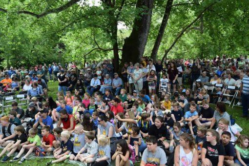 Ozark Riverways Quarter crowd