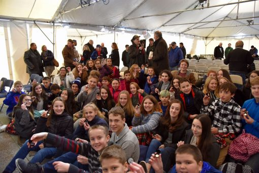 Kids at Block Island quarter ceremony - holding free quarter
