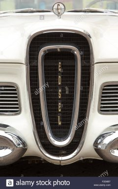 edsel-pacer-1958-grill-known-as-the-horse-collar-F2G6B7.jpg