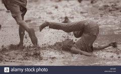 woman-falling-in-mud-woodstock-music-festival-1994-usa-A67A9E.jpg